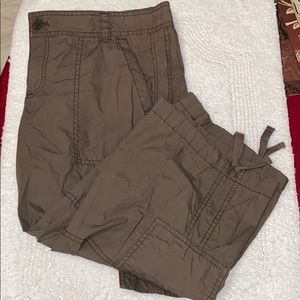 Loft Army green cargo Capri side pockets sz 8